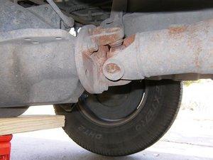 Driveshaft rear U-joint