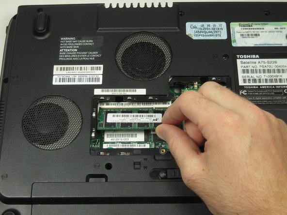 Toshiba Satellite A75-S226 Memory Replacement