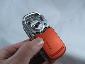 Disassembling Sony Ericsson w600i Battery Cover