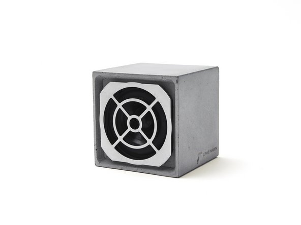 The Pave Parisien Speaker: Battery replacement
