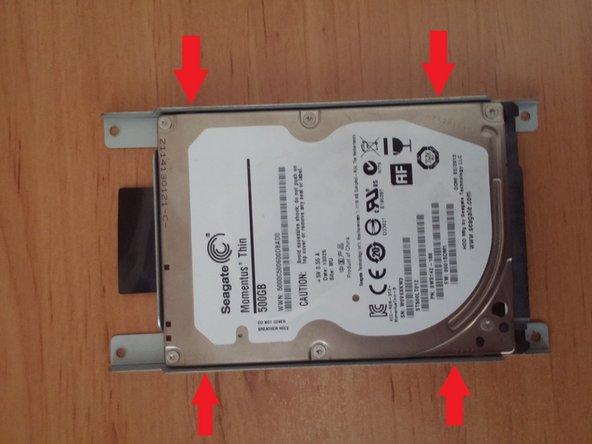 Enlevez les 4vis situées sur le côté du support du disque dur.