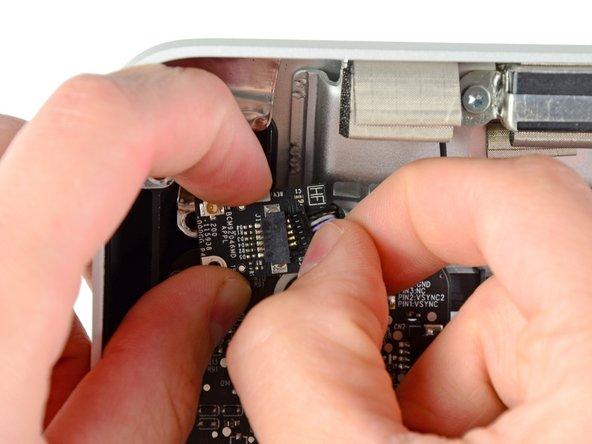 "iMac Intel 21.5"" EMC 2389 Bluetooth Board Replacement"