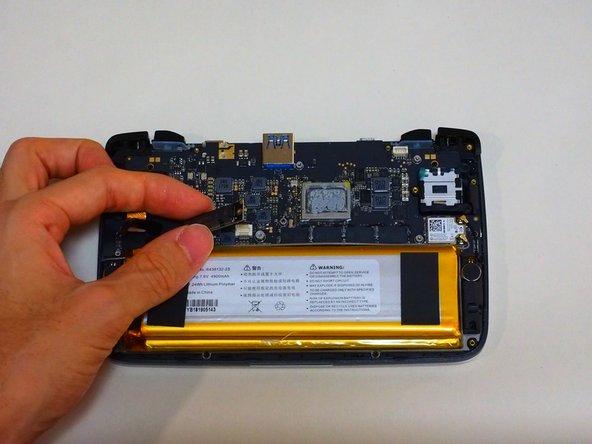 ねじを取ると、SSDコネクタが外せるようになります