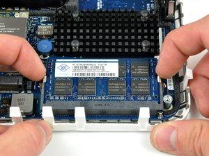 Installation de RAM dans le Mac mini modèle A1176