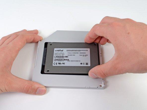 Wie man eine zweite Festplatte im MacBook Pro (15 Zoll, Anfang 2011, Unibody) installiert.