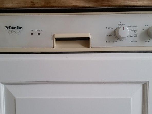Problem: Das Wasser wird nicht erhitzt. Trotzdem ist am Ende des Spülgangs der Heizstab heiß. Es ist ausreichend Wasser in der Maschine, auch wenn der Heizstab nicht unter Wasser ist.
