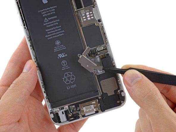 Remove the vibrator from the iPhone.