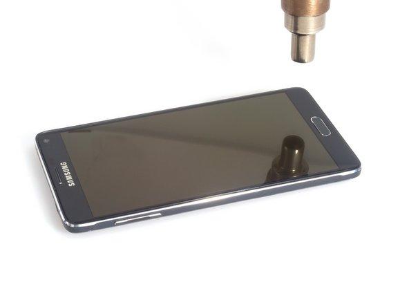 Il est conseillé de retirer la batterie, le S Pen, la carte SD et la carte SIM avant de démonter l'appareil (si votre téléphone a une carte SIM).