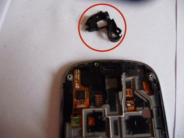 Using a plastic opening tool, remove the support piece.