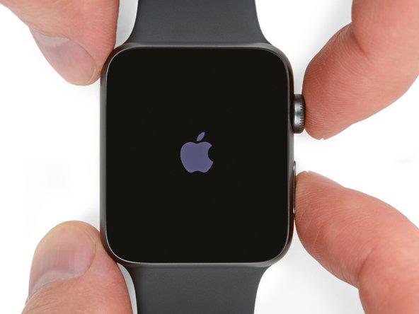 Voordat je met een reparatie begint, haal je je horloge uit de oplader en zet 'm uit.