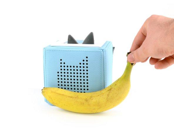 Da wir kein ähnliches Gerät zum Größenvergleich haben, bedienen wir uns einfach einem altbewährten Trick zur Bestimmung von Größen. Einer Banane.