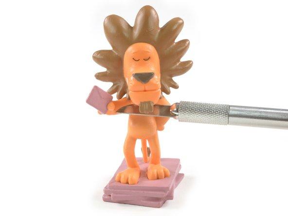 Bonuskapitel: Wir operieren den Löwen und finden, wie erwartet, einen NFC-Chip in seinem Bauch.