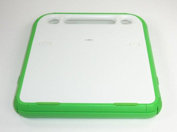 Retournez l'ordinateur portable de sorte que la poignée soit éloignée de vous.
