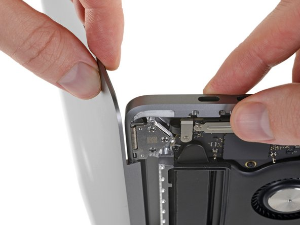 Keep a firm grip on both the screen and main body of the MacBook Pro. Either half can fall unexpectedly during this step.