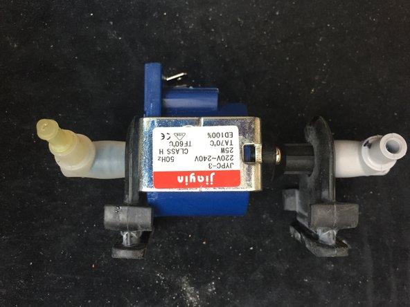 L'appareil est donc composé de plusieurs sous-ensembles que nous allons étudier séparément. Nous commençons par la pompe à eau.