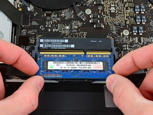 2011年晚期 15寸 MacBook  Pro 一体化机 RAM 更换