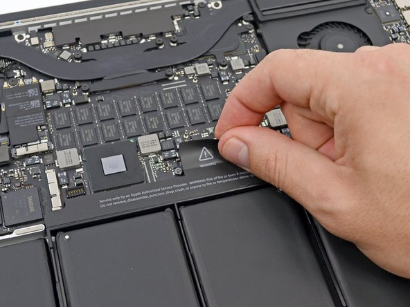 "MacBook Pro 15"" Retina Display Mid 2012 断开电池连接器"