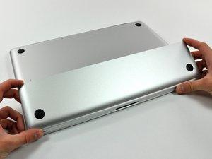 Schutzklappe (Akku und Festplatte)