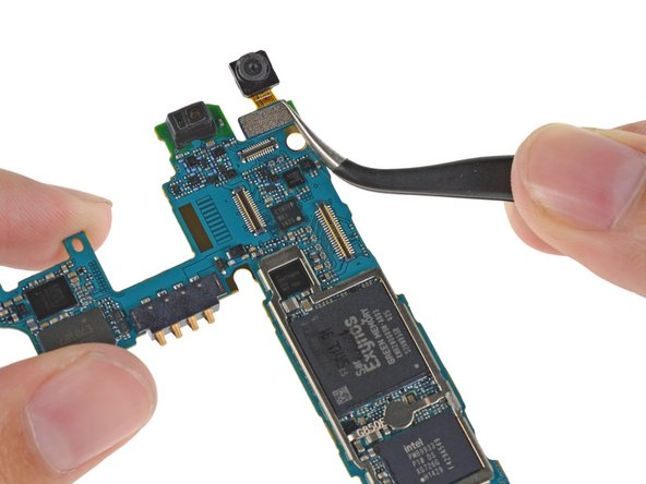 The lonely 2.1 MP selfie cam comes off the motherboard without issue.