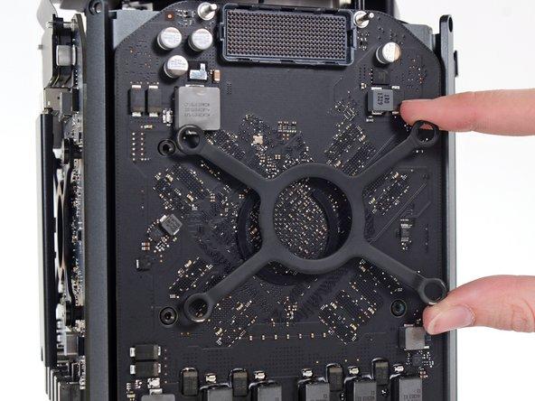 Remove the GPU heat sink bracket.
