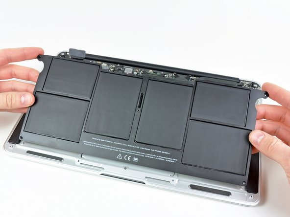 Do not touch or squeeze the six lithium polymer cells when handling the battery.