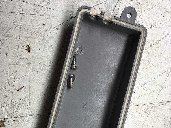 Bewaar de O-ring in de groef van het deksel.