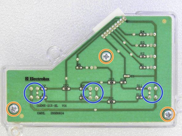 Se precisar trocar algum componente na placa de circuito dos botões, solte os três parafusos Phillips para remover a proteção  de acrílico.