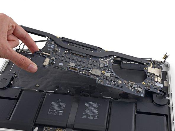 MacBook Pro 15'' Retina Display Mid 2015のロジックボードの交換