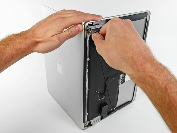 Before removing the last display screw, be sure to hold the display and upper case steady with your other hand. Failure to do so may allow the components to fall onto the table, causing potentially expensive damage.
