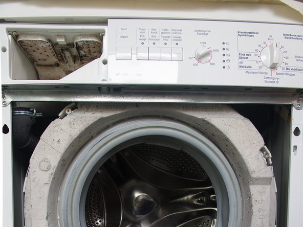 Démontage du panneau avant du lave-linge Bosch Maxx WFL2455