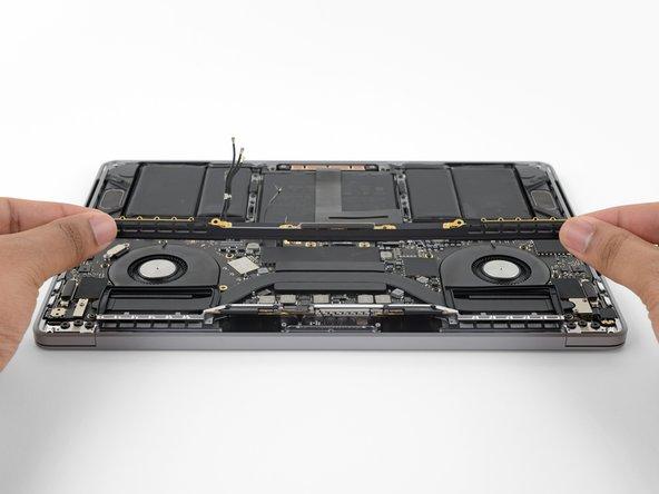 """Remplacement de l'ensemble antenne du MacBook Pro 13"""" Touch Bar 2018"""