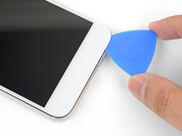 Heat the bottom edge with an iOpener for two minutes.