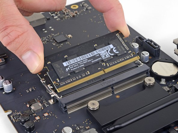 "iMac Intel 21.5"" EMC 3068 RAM Replacement"