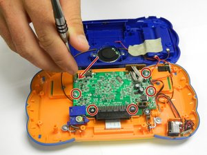 Desmontaje del teclado del sistema de aprendizaje VTech MobiGo Touch
