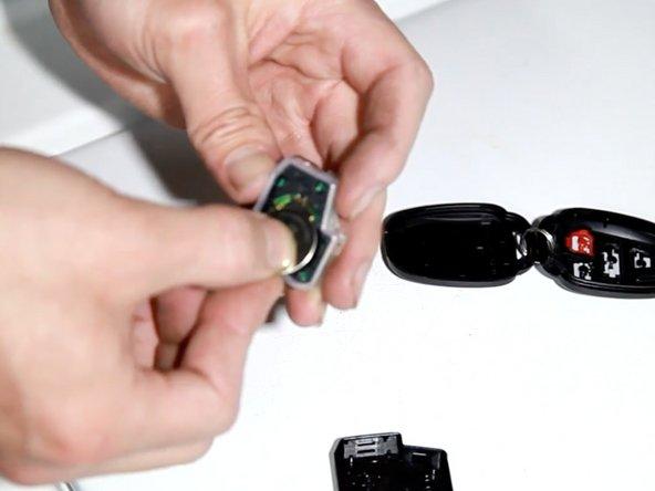 2012-2017 Toyota Camry Schlüsselbatterie ersetzen