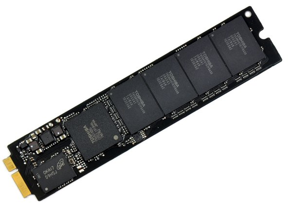 The mSATA SSD unit appears to be assembled by Toshiba and is model number THNSNC064GMDJ.