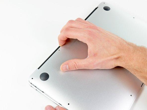 MacBook Air 11インチ Early 2015の下部ケースの交換