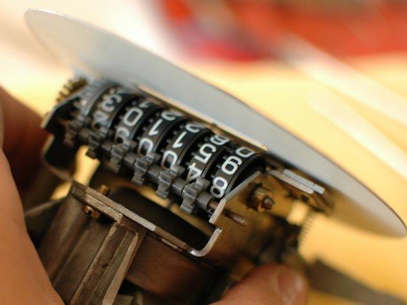 Repairing Mercedes W123 Odometer