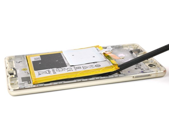 Only pry along the SIM tray edge of the battery to protect the display flex cable that runs under the center of the battery.