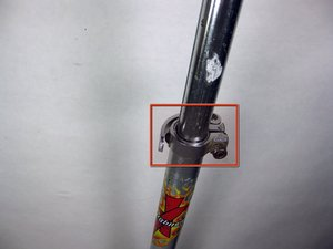 How to tighten the Razor A handlebar clamp