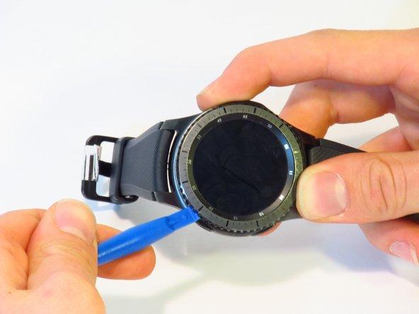 在此我们强烈建议您在盘子/托盘上完成一系列操作, 因为在操作中需要/可能拆卸下弹簧或轴承。