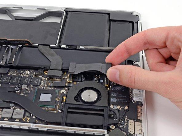 MacBook Pro (13 Zoll, Anfang 2013, Retina Display) I/O Board Datenkabel austauschen