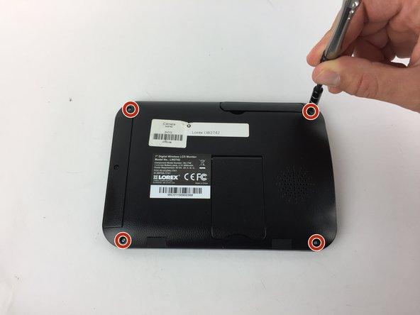 Retirez les quatre vis cruciformes n ° 1 de 6 mm à l'arrière du moniteur LCD.