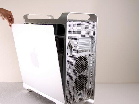 Disassembling Power Mac G5 Side Panel