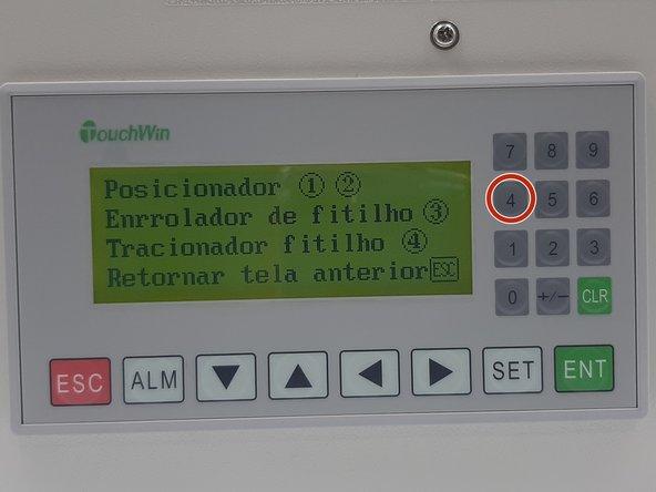 Agora, mantenha o fitilho posicionado no tracionador conforme passo anterior, e volte a acessar o painel de controle na 3ª tela (modo manual). (Foto 1)