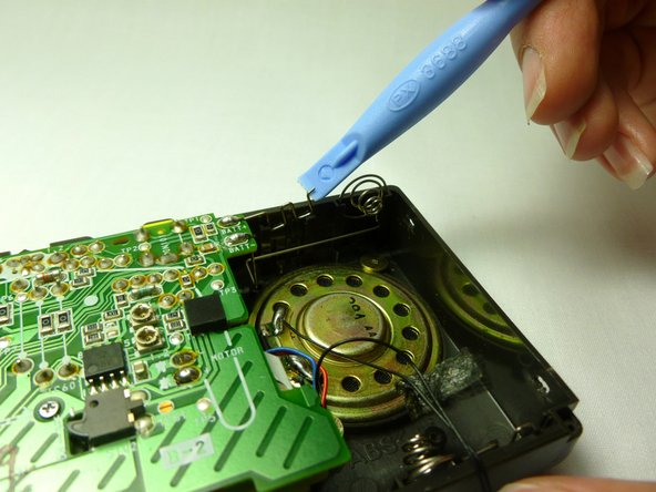 To remove the battery terminals, use a prying tool to push the lip of the metal wire towards the motherboard.