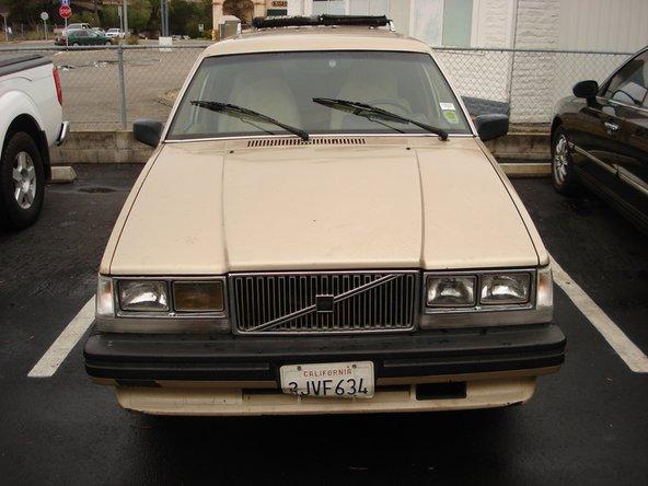 1985-1988 Volvo 740 Jacking Rear Wheels