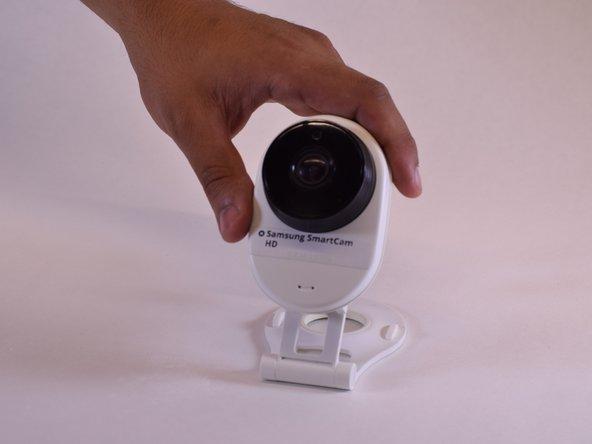 Faites tourner le support dans le sens antihoraire, 7 à 8 fois ou jusqu'à ce que le clip soit desserré.