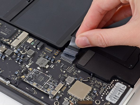 """MacBook Air 13"""" Mid 2013 Battery Disconnection"""