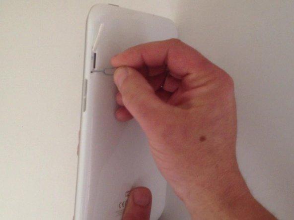 Dans un premier temps, vous pouvez essayer de redémarrer avec le bouton de redémarrage.  Cette méthode n'efface pas les données de la tablette.